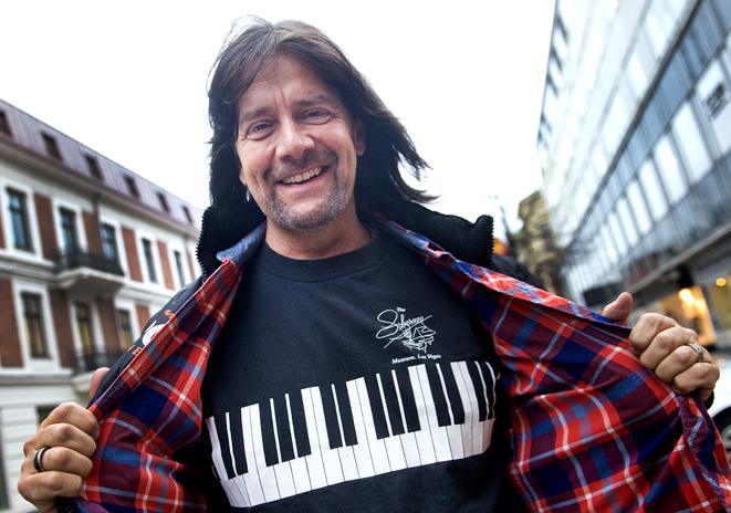 Robert Wells har jubileumskonsert med Rhapsody in rock i Kristianstad Arena.