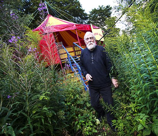 Leif Lilja, Bjärnum har haft Barney Kentons Motorscirkus och nu har han anläggnignen uppställd hemma i Bjärnum.