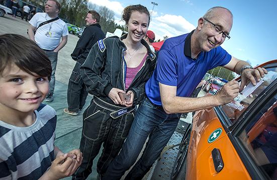 Rolf och Lina Grybb, Hässleholms MK var hett villebråd för autografjägarna efter andra raka segern i Tingsryd Rallysprint.