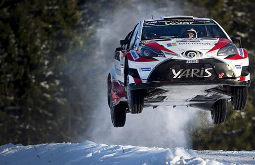 Jari-Matti Latvala flyger mot sin fjärde seger i Rally Sweden.