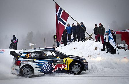 Andreas Mikkelsen leder Rally Sweden.
