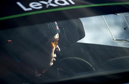 Belgaren Thierry Neuville deppar efter att ha tappat segerchansen i Rally Sweden på ett dumt misstag