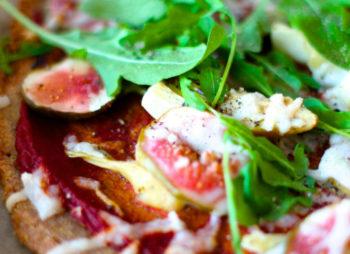 Jolien kotikeittiössä – veikeämpää vegesafkaa osa 6/6: gluteeniton artisokka-viikuna-pizza