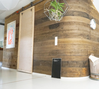 interiordesign_yellowmood_livingroom_woodenwall_DIY_renovation 4