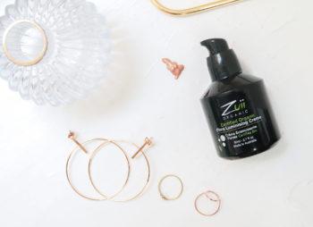 Hohtaa, kuultaa, kiiltää, hehkuu – Syyskuun kuukauden tuote on Zuii Organic Flora Luminiser Creme Saturn -hohdevoide