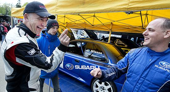 Lille Mats Rallysprint, Danske rallymästaren Tim Svanholt visar Stoffe Nilsson hur lite som skiljer mellan de båda inför finalheatet