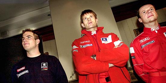 2004 02 05 En blivand världsmästare, Daniel Carlsson t.v med sina teamkamrater i Peugeot Marcus Grönholm och Freddy Loix. Bild: Tommy Svensson