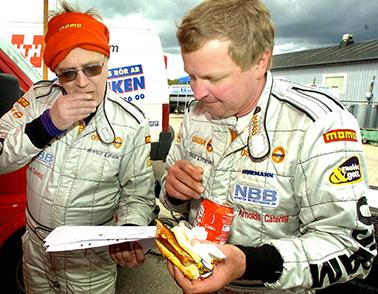 2004 05 15 -Det räckte bara till en andra plats, kan Mats Jonsson t.h och co-driver Jonny Johansson konstatera. Bild: Tommy Svensson