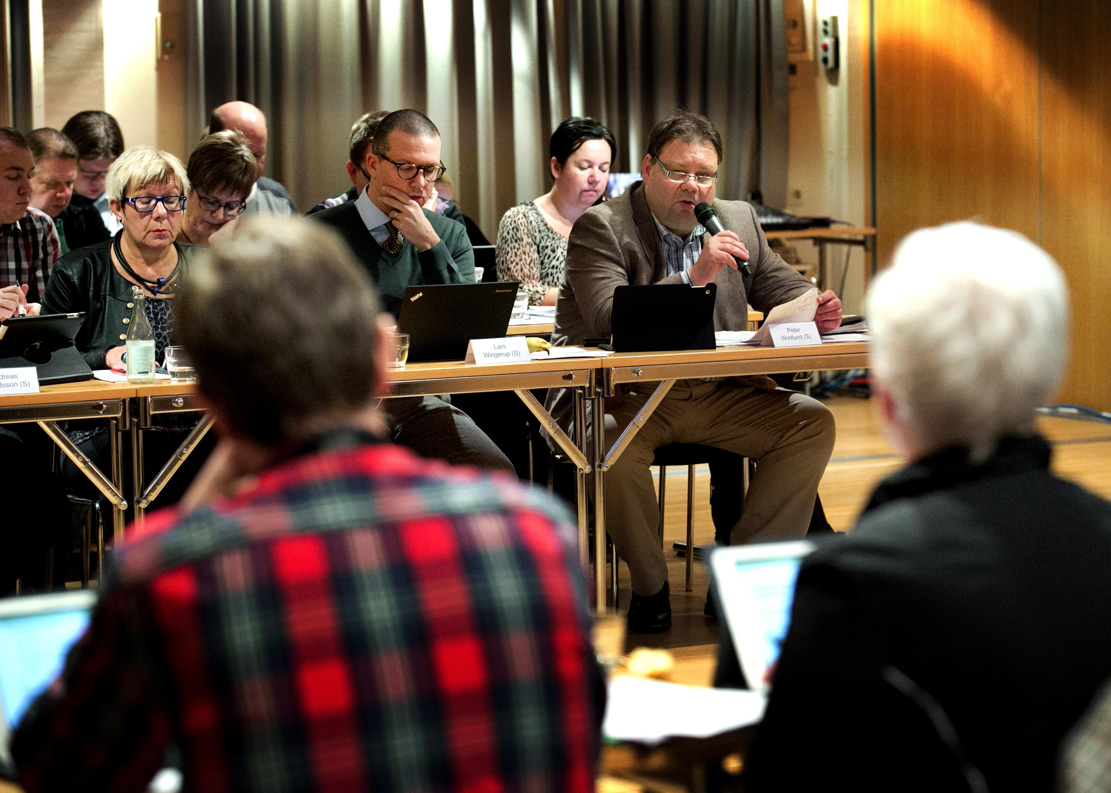 Efter nŠstan en timmes debatt i kommunfullmŠktige kom svaret Ð IK Oskarshamn fŒr en miljon av kommunen. En ledamot valde att gŒ emot sin partilinje: Tobias Hšrnfeldt Ršhr (FP).
