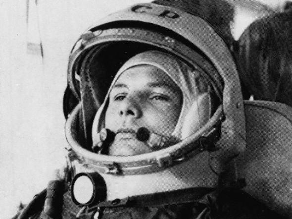 Юрий Гагарин - первый космонавт в мире