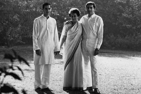 Индира Ганди с сыновьями