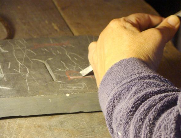 Нанесение ручной гравировки на памятник