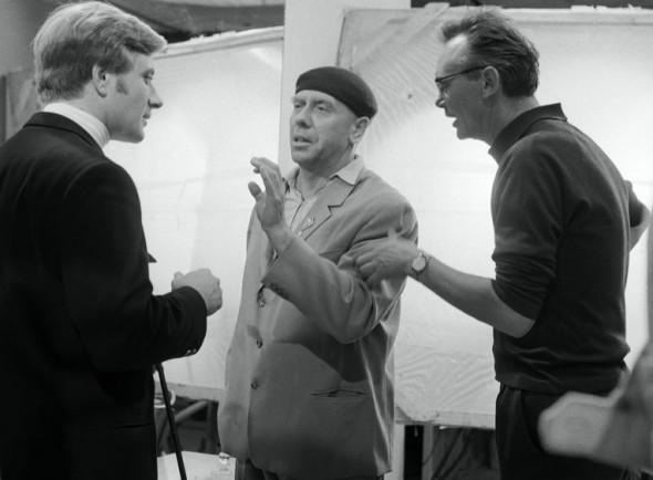 """Гайдай, Папанов и Миронов (справа налево) на съемках фильма """"Бриллиантовая рука"""""""