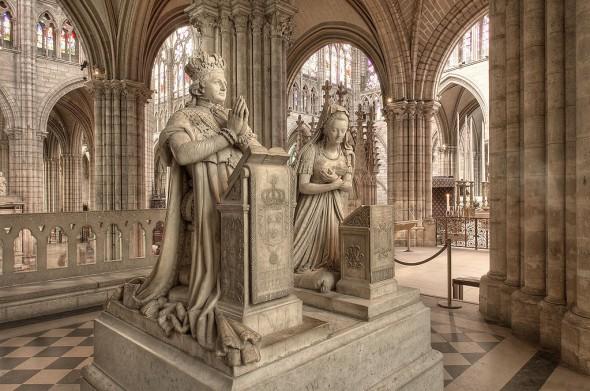 Памятники Марии-Антуанетты и Людовика XVI