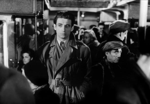 Ив Монтан в одном из первых своих фильмов «Врата ночи»