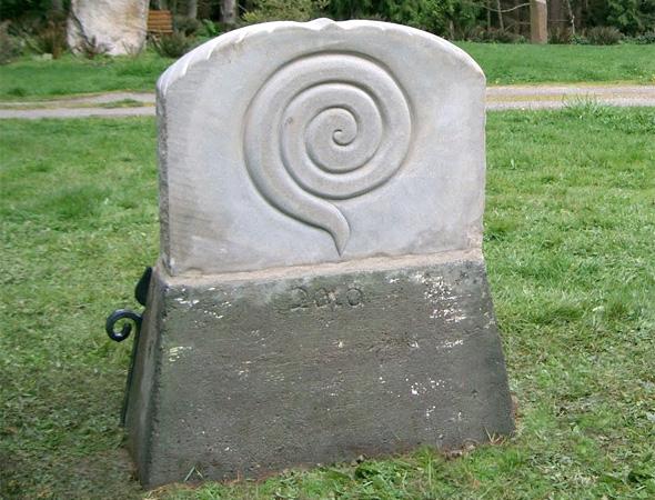 Сакральная спираль на памятнике
