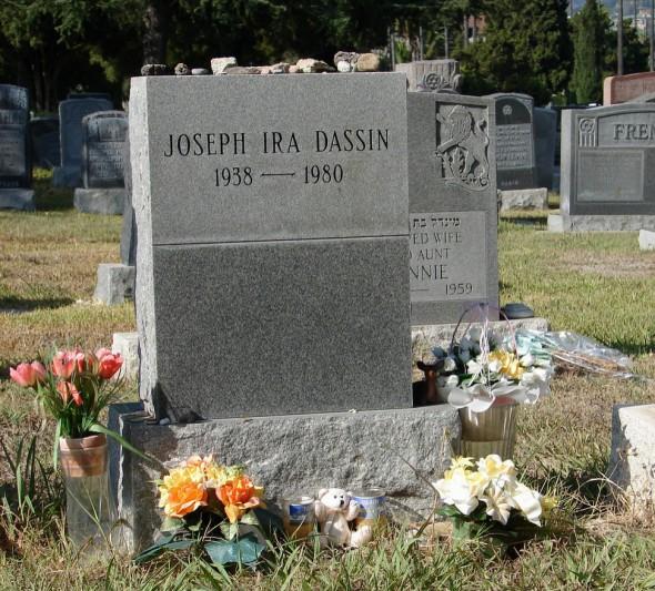 Могила Джо Дассена