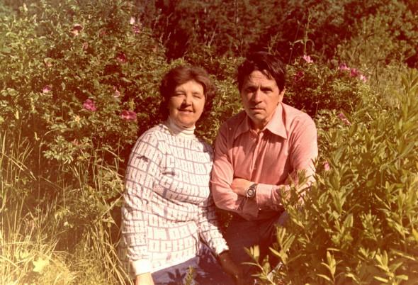 Федор Абрамов с женой Людмилой Крутиковой на Соловецких островах в 1974 году