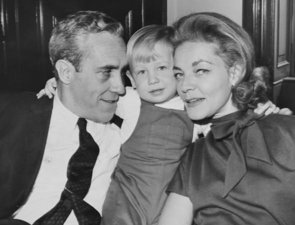 Лорен Бэколл с мужем Джейсоном Робардсом и их сыном Сэмом