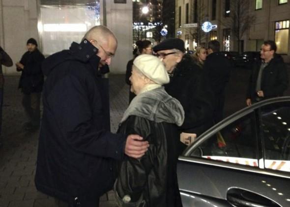 Встреча Марины Ходорковской с сыном в Берлине вскоре после его освобождения