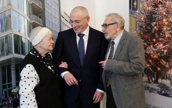 Марина Ходорковская с сыном Михаилом и мужем Борисом Ходорковскими