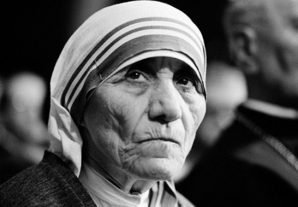 Mother Teresa Receives Honorary Degree in Medicine