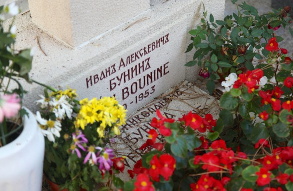 Могила Ивана Бунина и его жены Веры