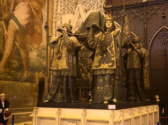 Могила Христофора Колумба в Кафедральном соборе в Севилье
