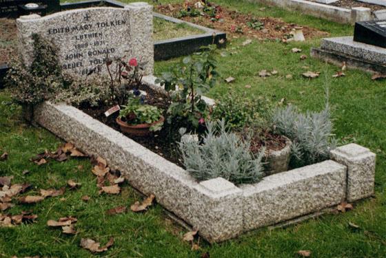 Могила Толкиена и Бретт на Вулверкотском кладбище, Оксфорд