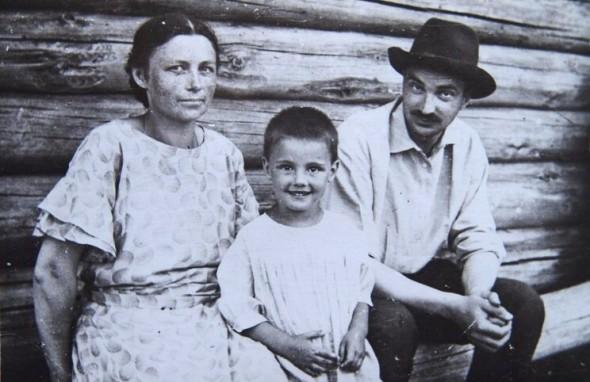 Виталий Бианки с семьей