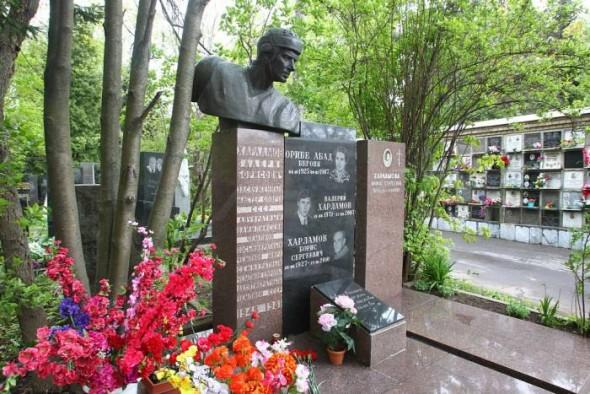 Могила Харламова на Кунцевском кладбище в Москве