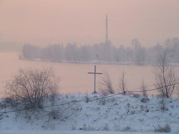 Символический крест на месте упокоения тела Колчака в Ангаре
