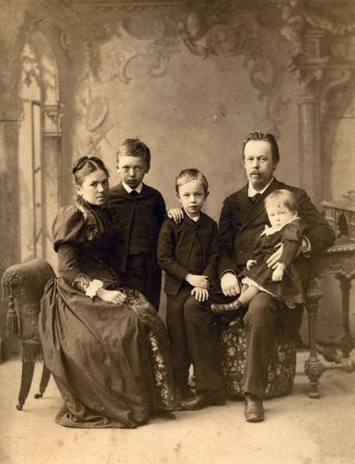 Александр Попов с семьёй, 1892-1893 гг.