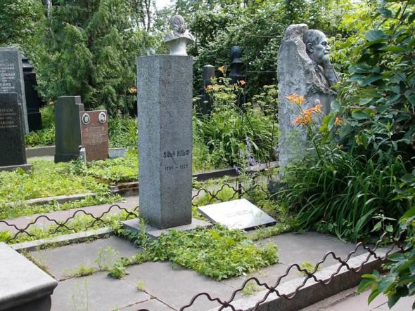 Могила Ильи Ильфа на Новодевичьем кладбище