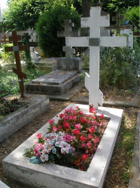 Могила Прокудина-Горского на русском кладбище Сен-Женевьев-де-Буа