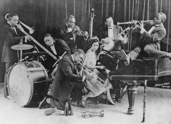 Луи Армстронг (в центре на заднем плане) в составе «Creole Jazz Band»