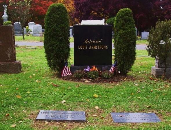 Могила Армстронга на кладбище Флашин Куинс, Нью-Йорк