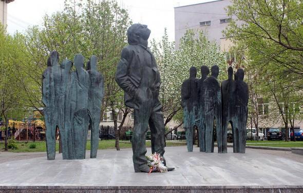 Памятник Иосифу Бродскому в Москве, на Садовом кольце