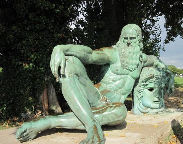 Памятник Леонардо да Винчи в Амбуазе