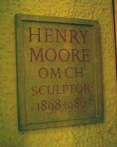 Надгробная плита Г. Мура в соборе Св. Павла