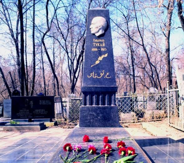 Могила Тукая на Татарском кладбище в Казани