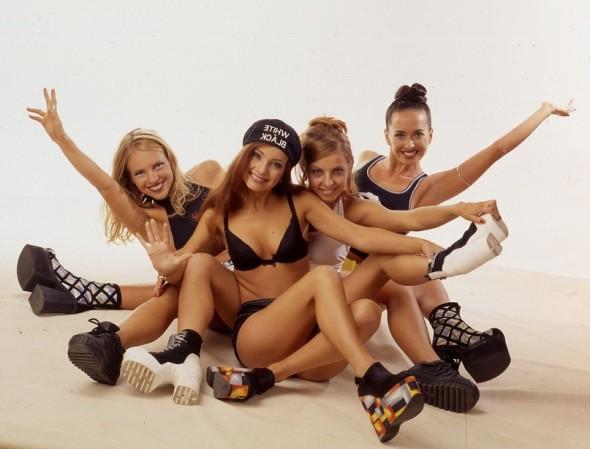 Жанна Фриске (первая справа) в составе группы «Блестящие»