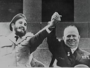 Фидель Кастро с Никитой Хрущёвым во время визита кубинского лидера в СССР в 1963 г.
