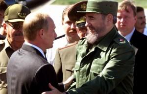 Фидель Кастро с Владимиром Путиным во время официального визита президента РФ на Кубу в 2000 г.