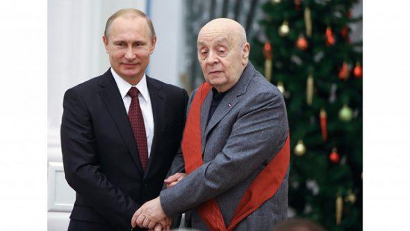 Леонид Броневой и Владимир Путин на церемонии вручения ордена «За заслуги перед Отечеством» I степени в Кремле